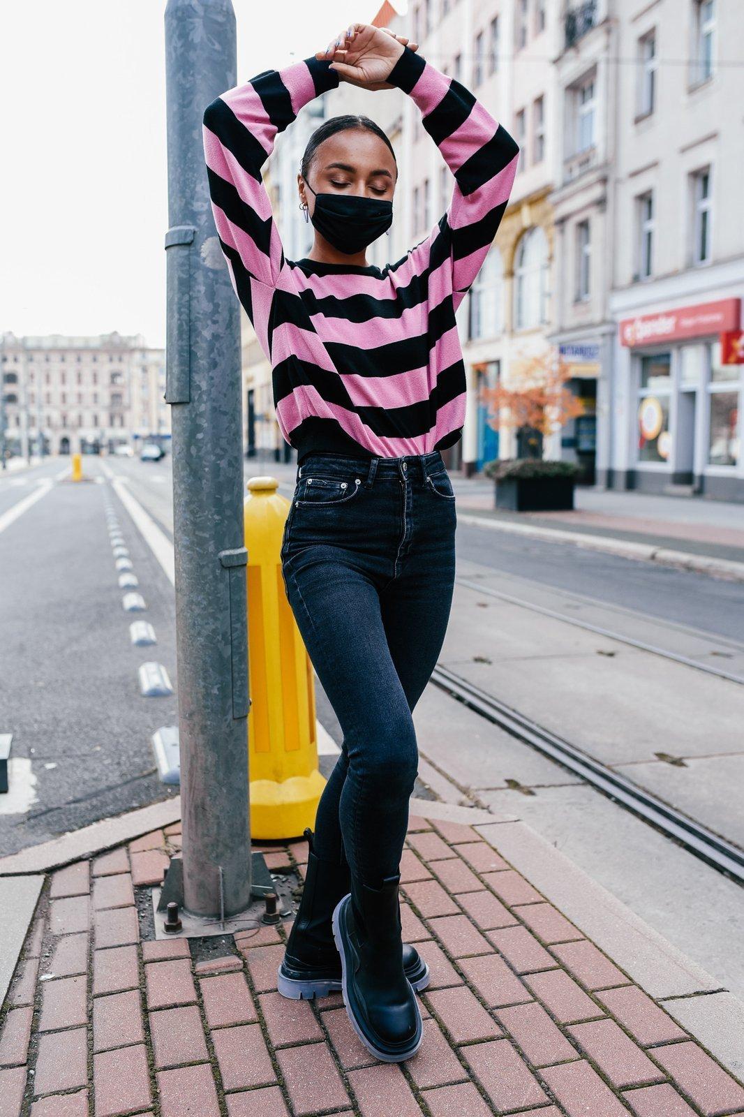 CHEAP Lizzie Long Black-Pink Sweater 28617023909 – Women's Tops